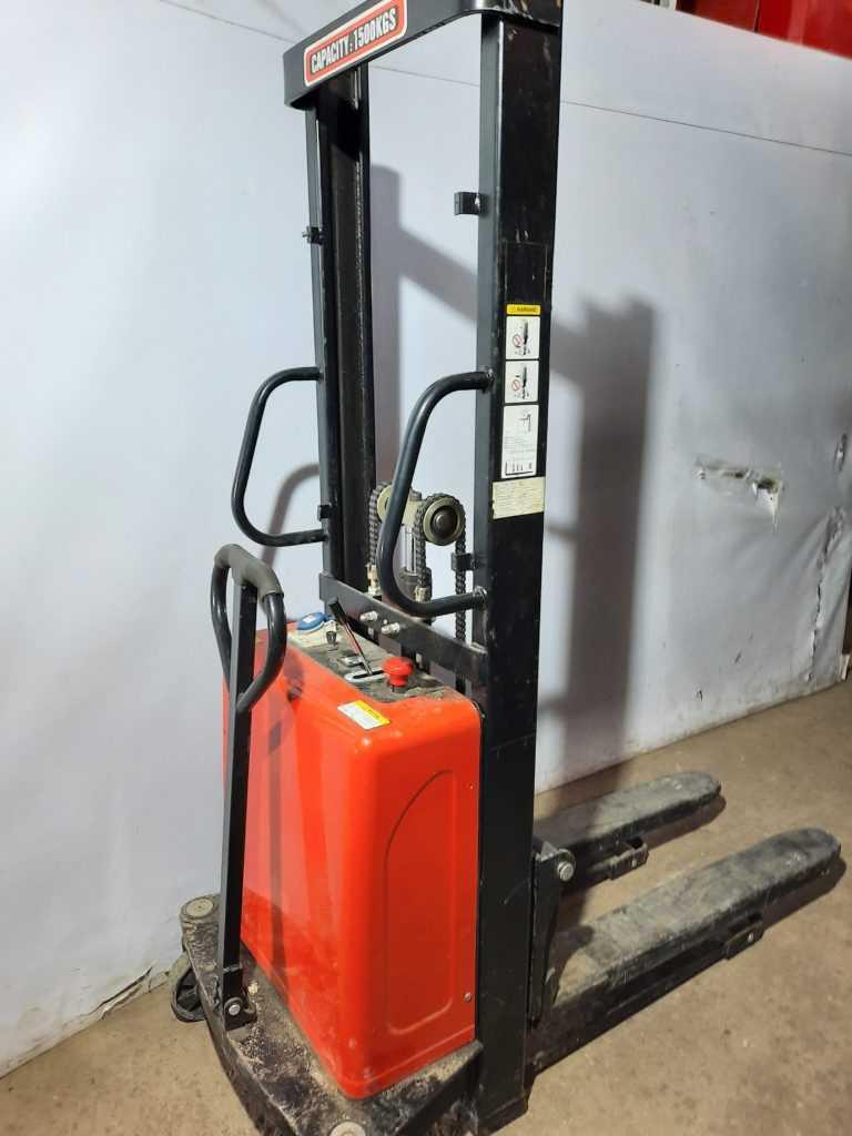 Штабелер электрический SES1615