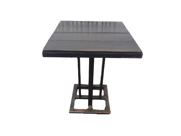 Купить Стол для кафе дерево массив нога черная сталь 60/60/75